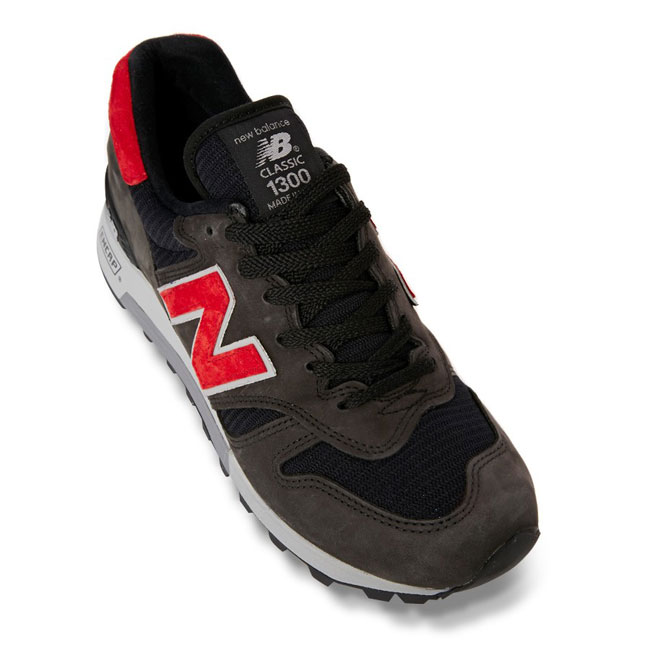 New Balance M1300 Black / Red