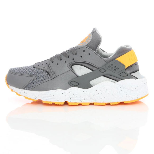 Nike Air Huarache LE Cool Grey/Atomic Mango