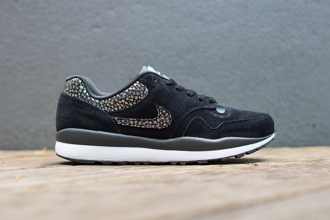 Nike Air Safari Black