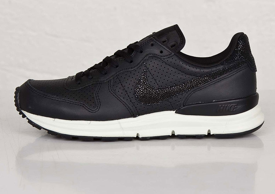 nike lunar internationalist stingray
