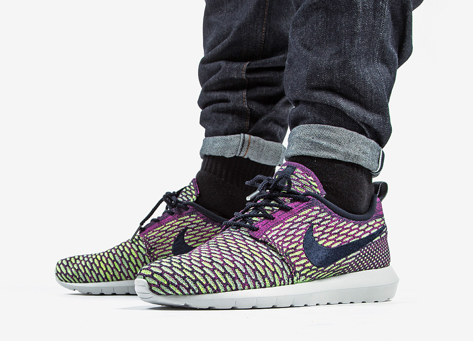 Nike Flyknit Roshe Run Dark Obsidian / Fuschia Flash