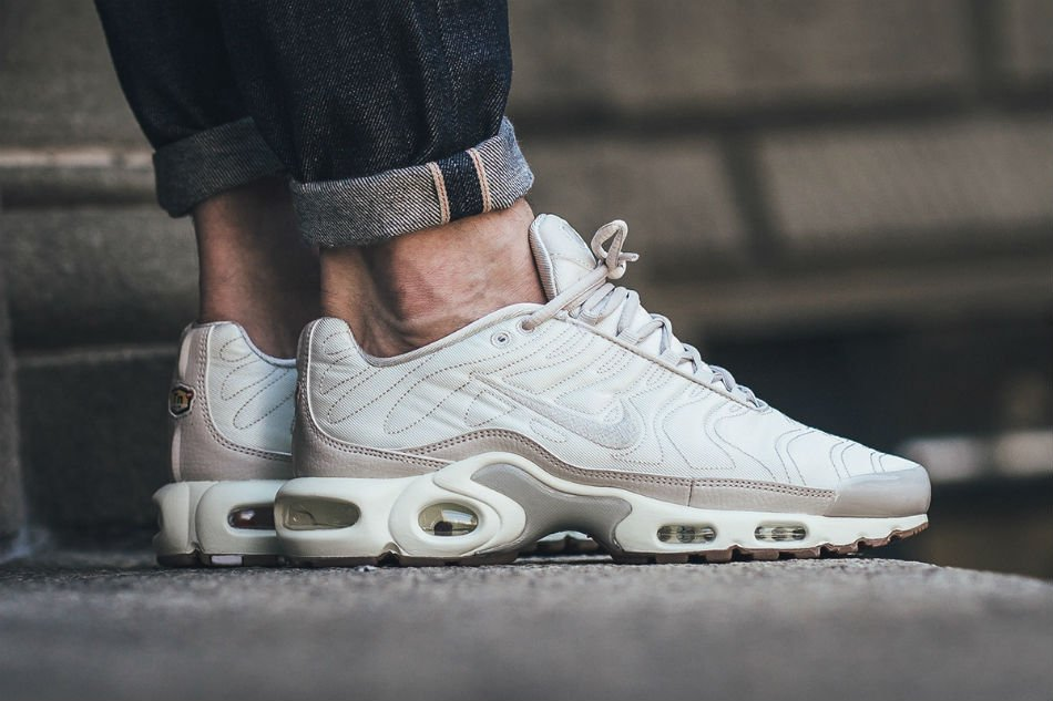 Nike Air Max Plus Tuned 1 Satin Category: Nike 1099 Views Written by Nicolas Foret 0 Comments 27/07/2016 Nike Air Max Plus Tuned 1 Satin