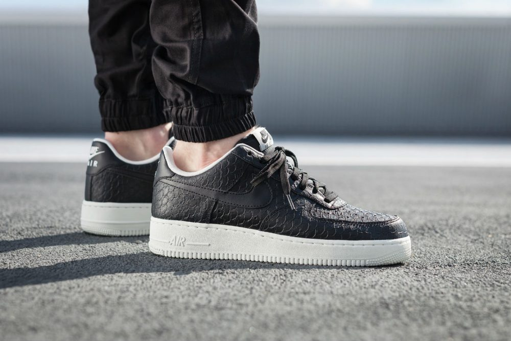 Nike Air Force 1 '07 LV8 Black / White