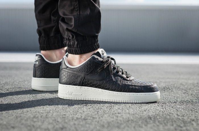 Nike Air Force 1 '07 LV8 Black / White